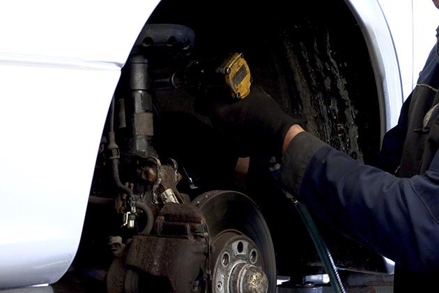 Fazer manutenção das peças também faz parte dos cuidados com o caminhão