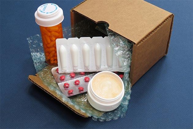 Observamos caixas com remédios, mercadorias autorizadas para transporte pela Anvisa.