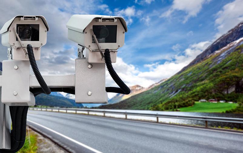 duas câmeras na estrada explica a importância dos radares de velocidade nas rodovias
