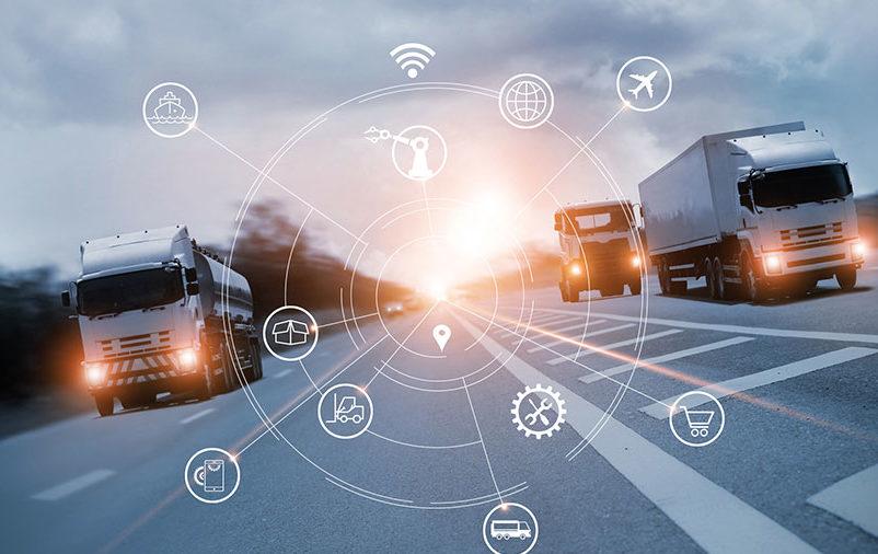 Vemos caminhões de entrega. Quer garantir a satisfação do cliente? Conheça a logística fulfillment!