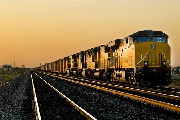 trem na ferrovia representa um dos modelos de transportes modais de cargas