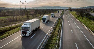 Vemos caminhões na estrada. Saiba as vantagens do carregamento de carga fracionada!